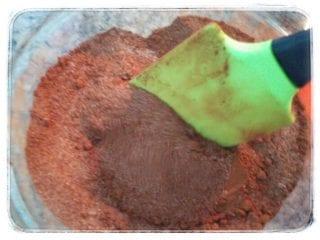 Mezcla del azúcar y el cacao en polvo