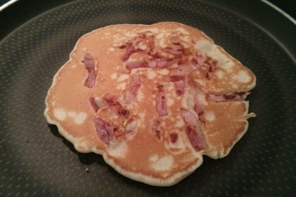 Pancake de bacon con forma de flor