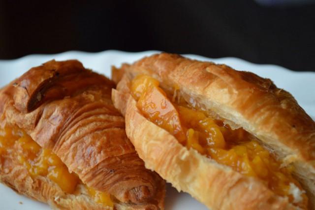 04-croissants-melocotón