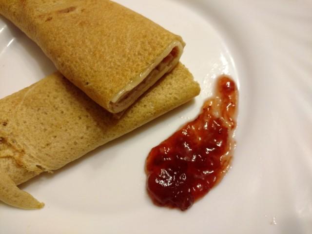 Crepes-de-trigo-sarraceno-con-jamón-y-queso