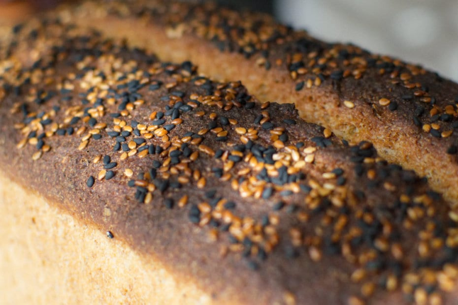 Pan de molde integral al 70% elaborado con Tang Zhong, visto desde arriba